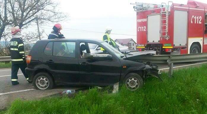 """ACCIDENT la INDIGO! După ce un parapet a """"secționat"""" o mașină în Coldău, un alt șofer a pățit la fel în Uriu!"""