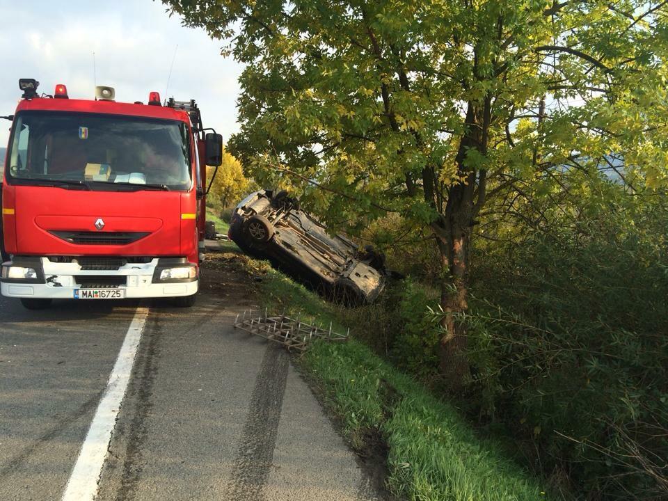 Accident SPECTACULOS pe DN 17! Două autovehicule s-au răsturnat în urma impactului – GALERIE FOTO
