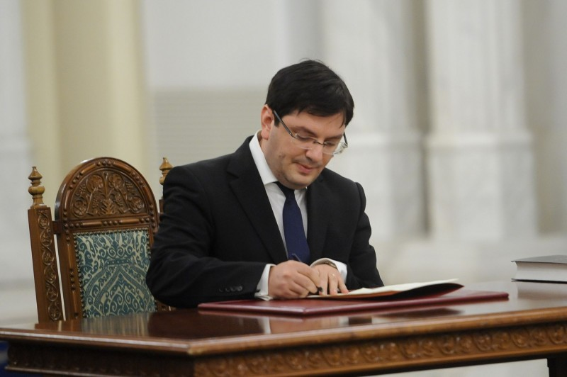 Fostul Ministru al Sănătății, Nicolae Bănicioiu, va primi titlul de cetățean de onoare al orașului Beclean