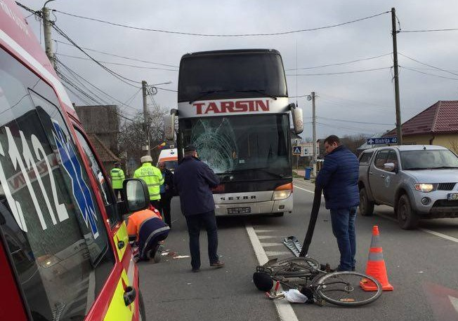 ACCIDENT MORTAL! Un biciclist a fost izbit din plin de un autocar în Beclean! – FOTO&VIDEO