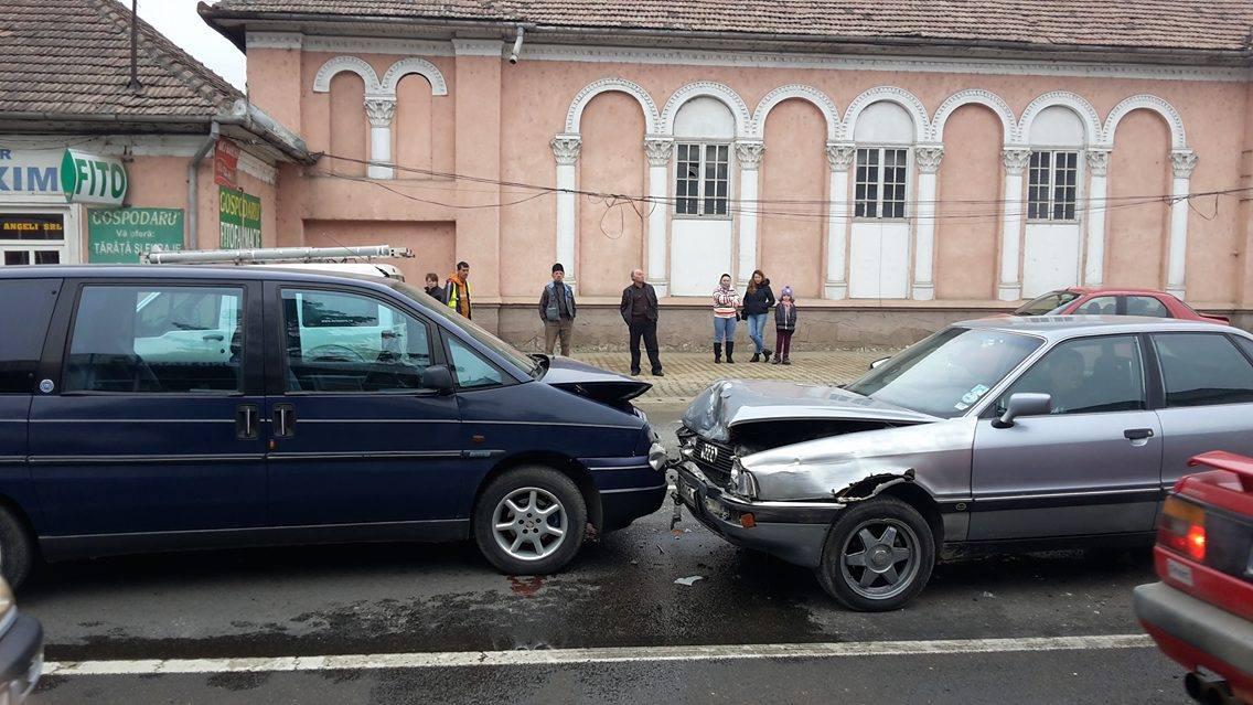 """Accident în față """"la cinematograf""""! Mai multe mașini s-au CIOCNIT în lanț – GALERIE FOTO"""