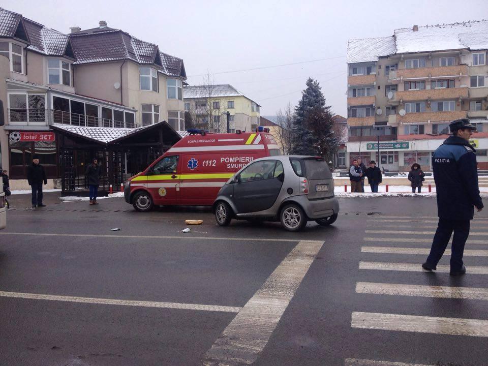 ACCIDENT la Beclean! Un pieton a fost lovit pe trecerea de pietoni de către o mașină condusă de un clujean – FOTO