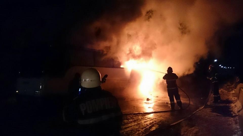 Un AUTOBUZ a luat foc în Ilva Mică! Ce s-a întâmplat cu toți pasagerii – GALERIE FOTO
