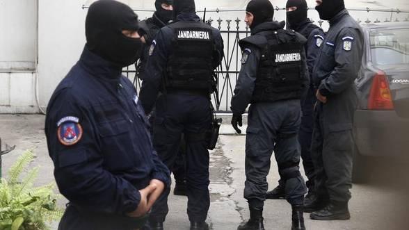 Percheziții domiciliare și în județul Bistrița-Năsăud pentru destructurarea unor rețele de trafic de droguri de mare risc, trafic de persoane și alte infracțiuni. Iată ce a transmis DIICOT