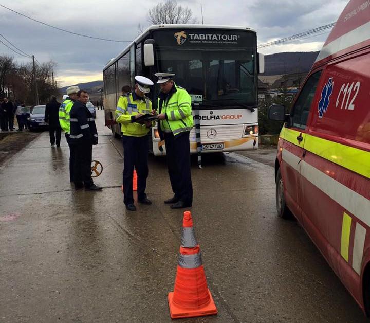 Accident la Beclean! O femeie a fost lovită din plin de un autobuz – GALERIE FOTO