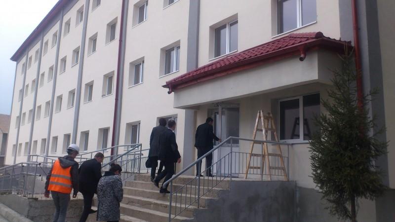 """Șantierul Colegiului Național """"Petru Rareș"""", verificat de prefectul județului – FOTO"""