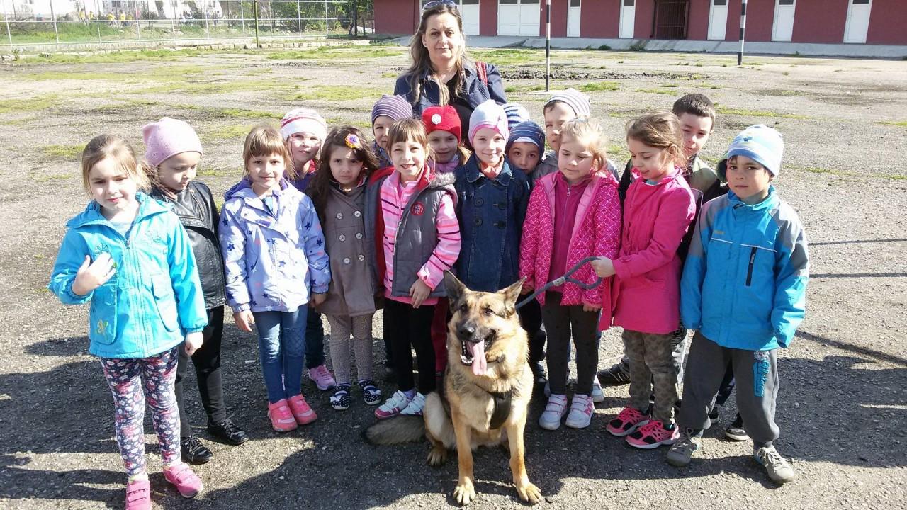 Jandarmii au petrecut o zi minunată în mijlocul copiilor şi elevilor din oraşul Beclean – FOTO
