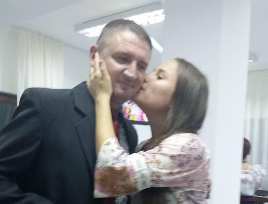 Mesaj EMOȚIONANT transmis de fiica subcomisarului Ioan Tomoioagă, condus miercuri pe ultimul drum – VIDEO