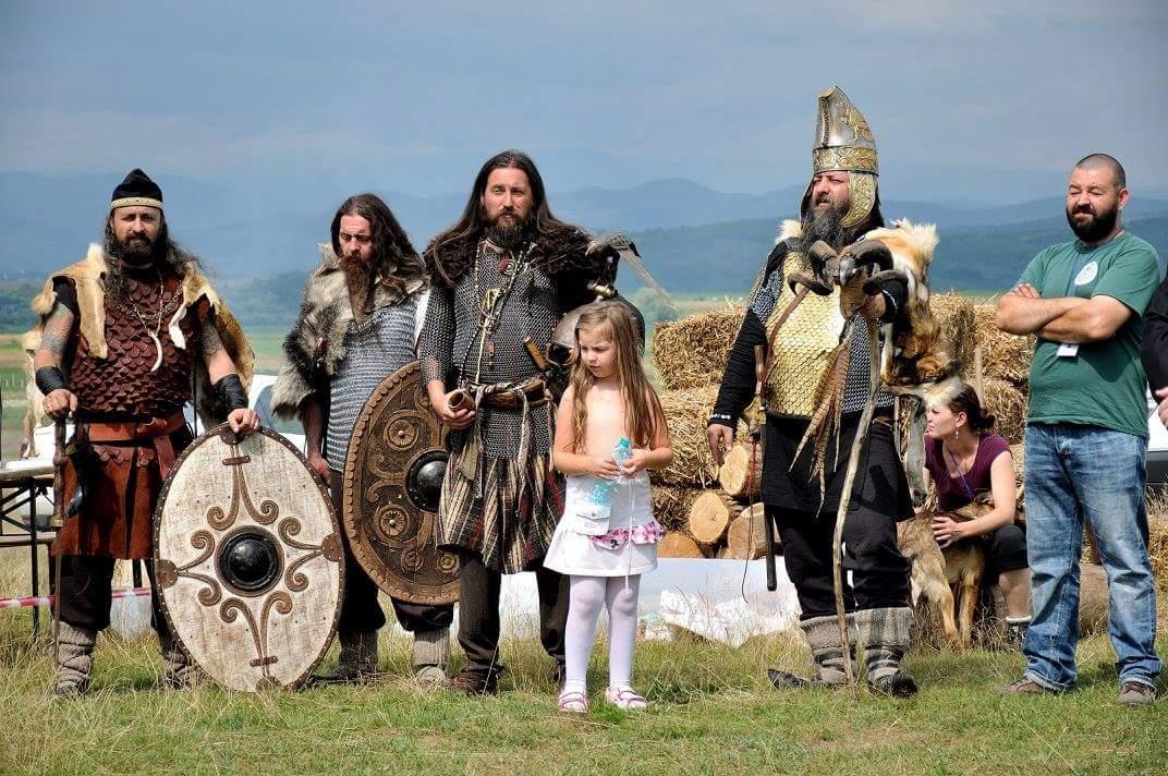 Macheta unei așezări celtice, creată de Asociația Celtic Transilvania cu ajutorul elevilor beclenari