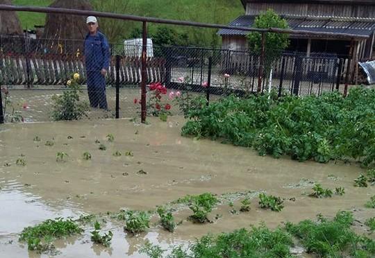 Inundații la Beclean, dar și în trei comune din Bistrița-Năsăud! Bilanțul oficial făcut de ISU – FOTO