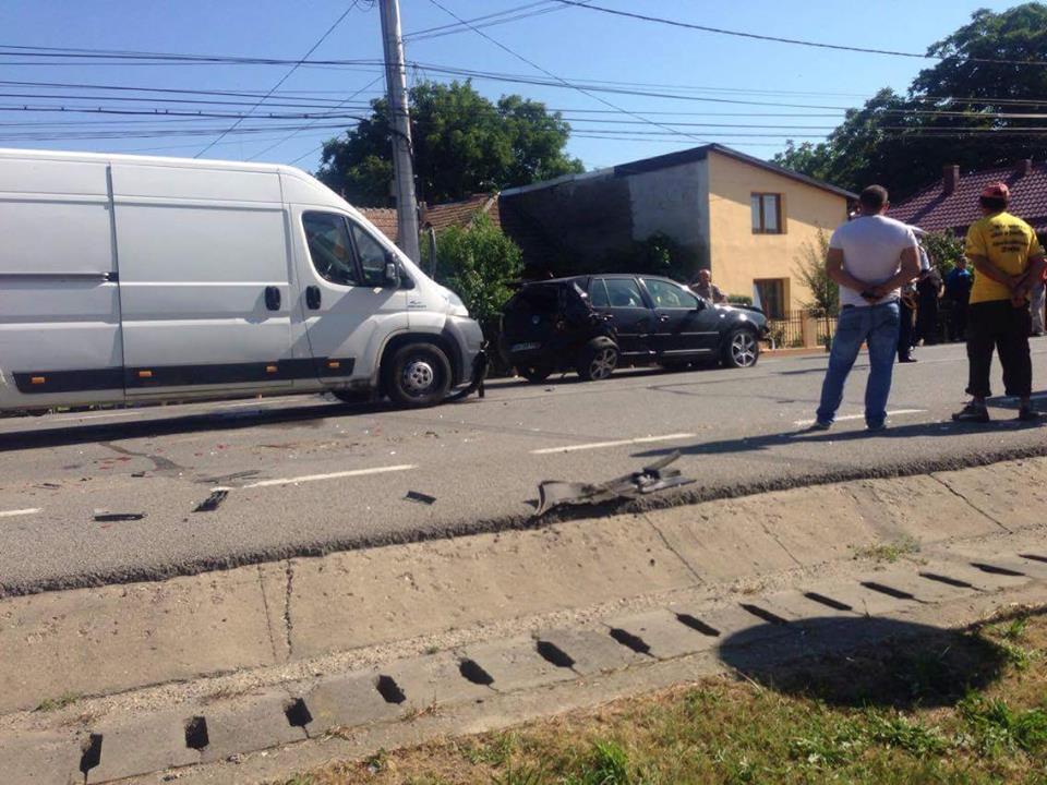 Accident petrecut la Beclean, aproape de intersecția cu Ion Creangă! O tânără a ajuns la spital