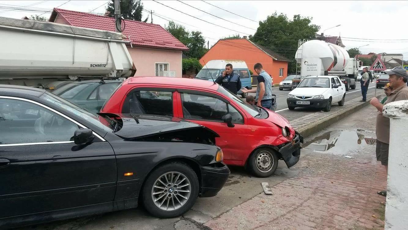 Accident rutier în fața Spitalului Orășenesc BECLEAN – FOTO