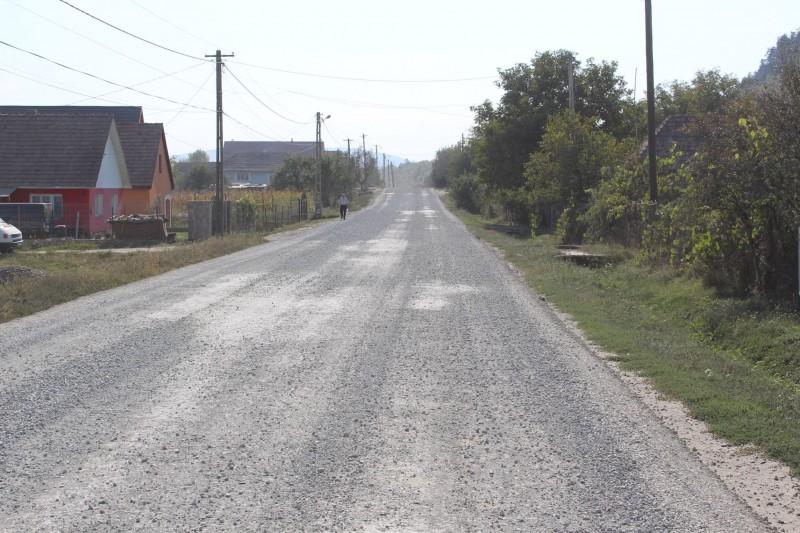 Vești grozave pentru beclenari! Drumul care leagă Becleanul de Salva va avea curând asfalt nou. Șantierul, pe ultima sută – FOTO