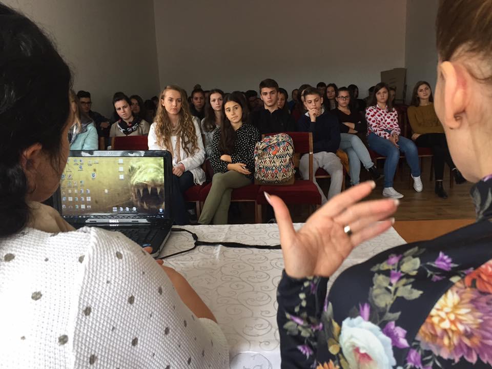 """Ziua Internațională pentru eradicarea sărăciei, marcată la Colegiul Național """"Petru Rareș"""" Beclean – FOTO"""