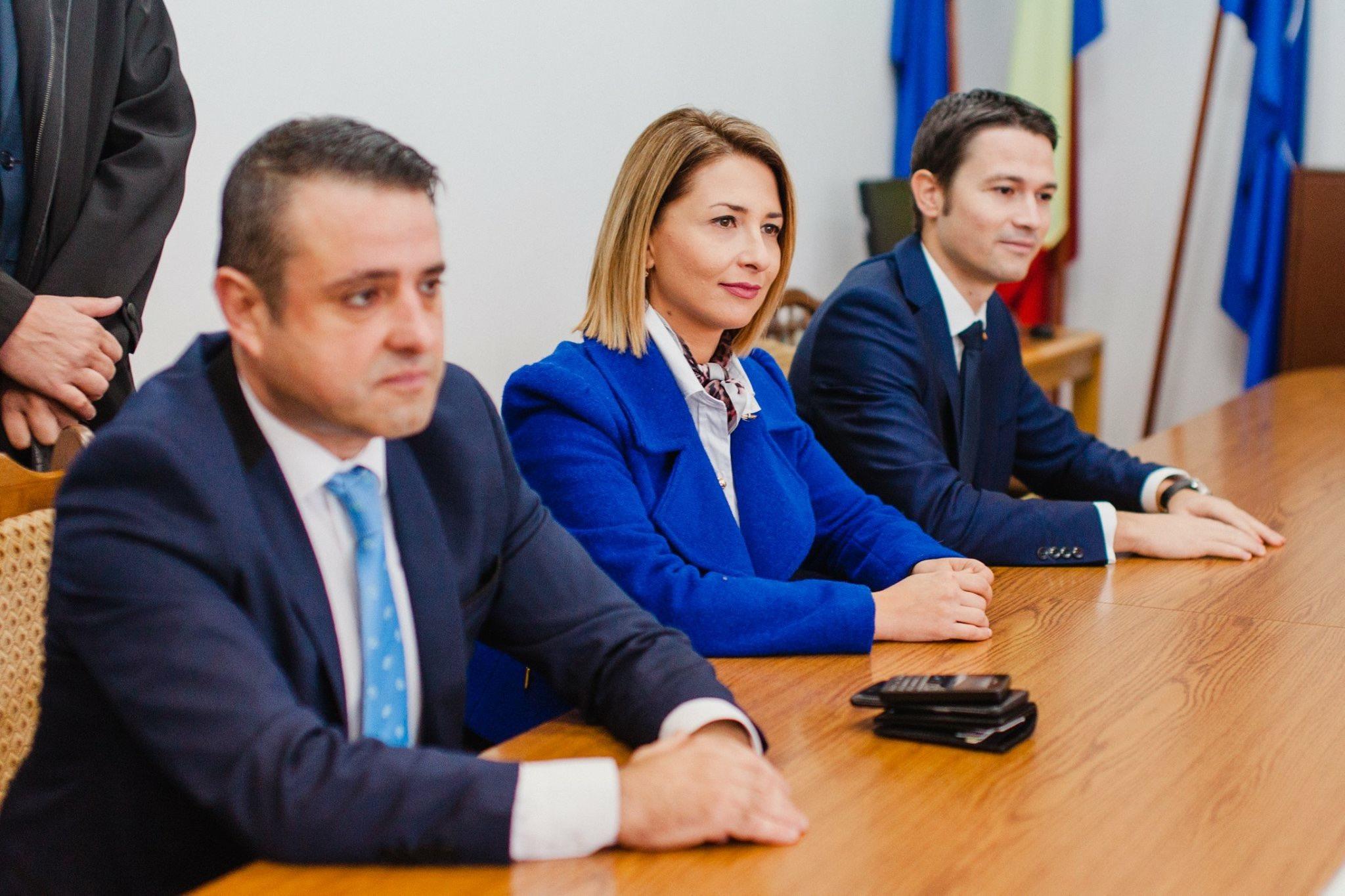 Candidații PNL Bistrița-Năsăud și-au depus candidatura pentru alegerile parlamentare 2016. Ce mesaj au transmis – FOTO