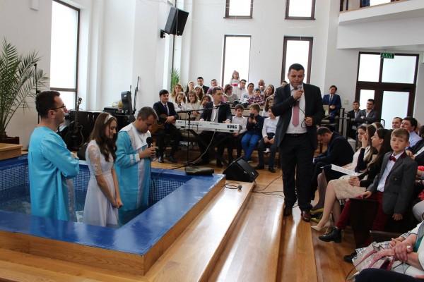 Zi emoționantă pentru familia primarului Nicolae Moldovan: a fost Botezul mezinei Bianca Lorena – FOTO