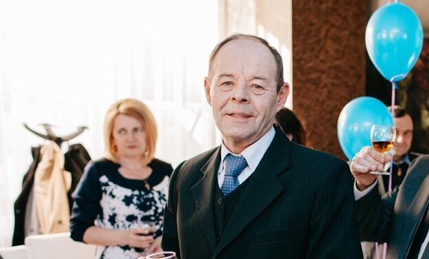 """Unul dintre cei mai longevivi poștași ai Becleanului s-a pensionat. Cum și-a început """"Petrică de la Poștă"""" cariera și cum îl descriu apropiații lui – FOTO"""
