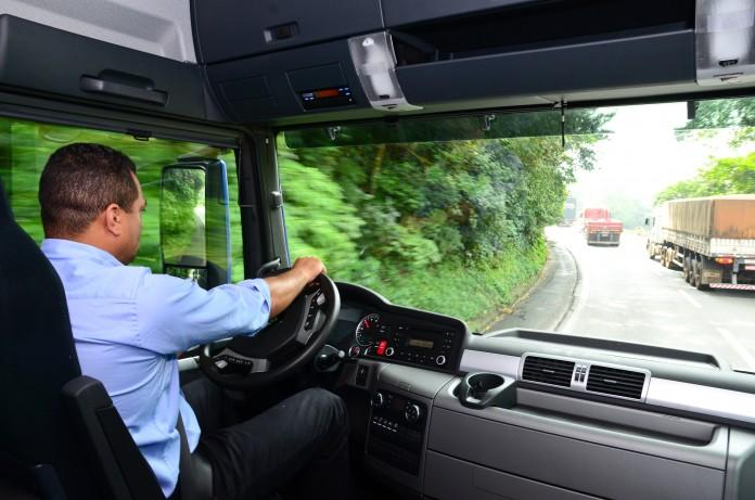 O firmă germană angajează de urgență șoferi profesioniști! Iată care este oferta de muncă