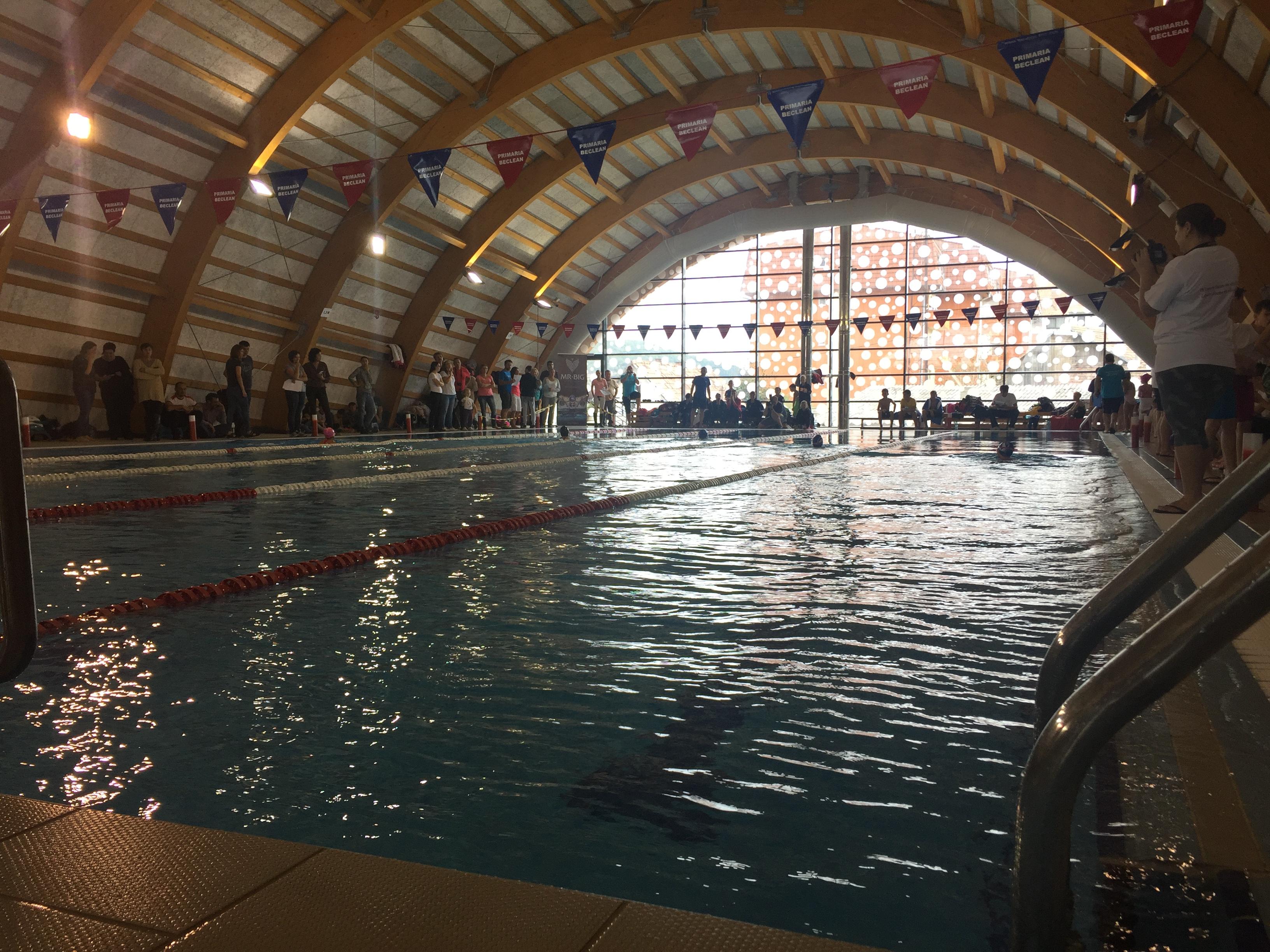 Cupa Someș la înot, la cea de-a doua ediție! Aproape 200 de sportivi din toată țara s-au întrecut la Bazinul didactic de înot din Beclean – FOTO