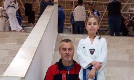 Sportiva beclenară Luiza Bindea a ajuns pe podium la Cupa României la Taekwondo! Antrenorul Orban Ioan, alături de ea ca de obicei – FOTO