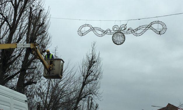 """Becleanul se împodobește de sărbătoare. Ce decorațiuni vor înfrumuseța orașul în """"luna cadourilor"""""""