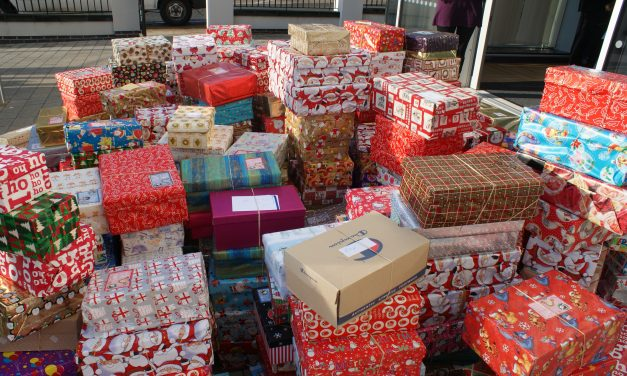 """Campanie """"ShoeBox"""" la Beclean! Iată unde se adună cadouri aranjate în cutii de pantofi, care vor ajunge apoi la copiii necăjiți"""