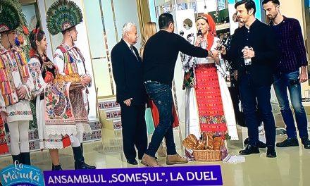 """Ansamblul Folcloric Someșul Beclean a reușit să capteze audiența în emisiunea """"La Măruță"""". Iată ce l-a impresionat cel mai tare pe prezentatorul Cătălin Măruță – FOTO"""