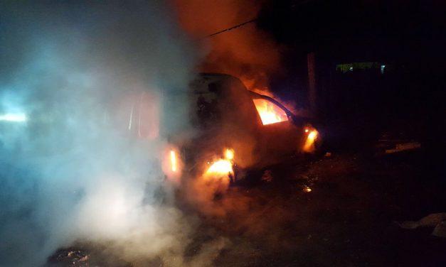 Autoturism făcut scrum la Șieu Odorhei. Pompierii beclenari au reușit să lichideze incendiul. Iată de la ce a pornit focul – FOTO