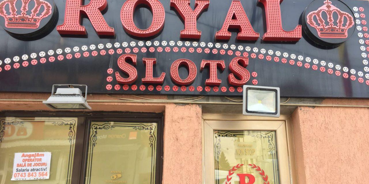 """""""Royal Club"""" angajează operator pentru sala de jocuri de noroc de la Beclean. Iată detaliile ofertei de muncă"""