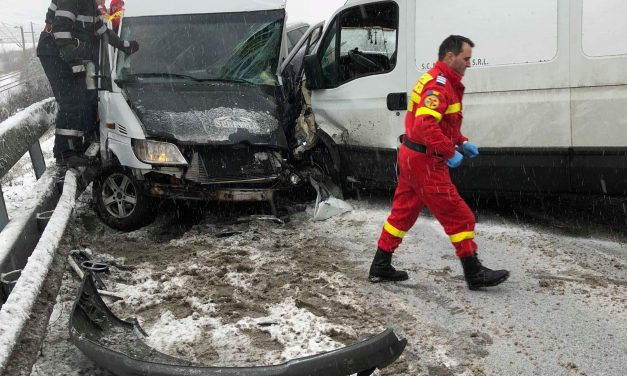 Accident cu patru autoutilitare implicate, la pasarela de la ieșirea din Beclean! Iată cum s-a petecut totul – FOTO
