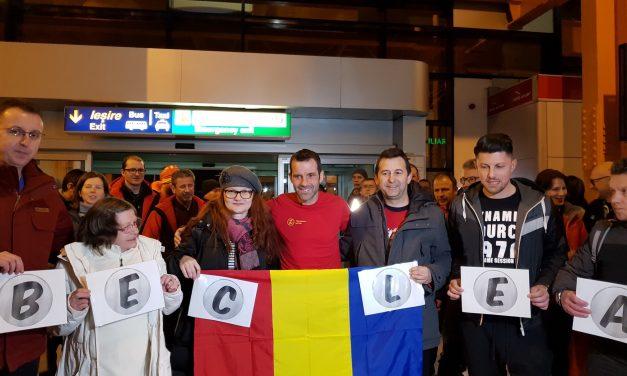 """Beclenarii l-au impresionat pe Tibi Ușeriu! Iată cum l-au întâmpinat la Cluj-Napoca pe """"eroul zăpezii"""" – FOTO"""