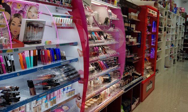 Alecom, primul beauty-shop din Beclean, s-a mutat în sediu nou! Iată unde se pot găsi de acum produse cosmetice, parfumuri sau obiecte de înfrumusețare din toate categoriile