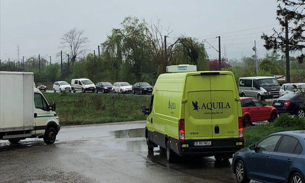Trafic blocat la trecerea de cale ferată de la ieșire din Beclean spre Măluț – FOTO și ACTUALIZARE
