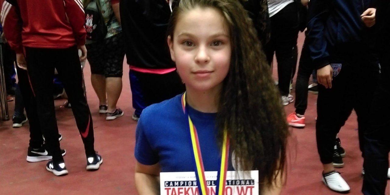 Luptătoarea Luiza Bindea din Beclean a reușit să ajungă din nou pe podium la Campionatul Național de Taekwondo, desfășurat la București – FOTO