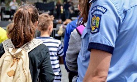 Câți elevi au fost suprinși chiulind de la școală în zi de piață mare la Beclean. Iată ce măsuri au luat oamenii legii