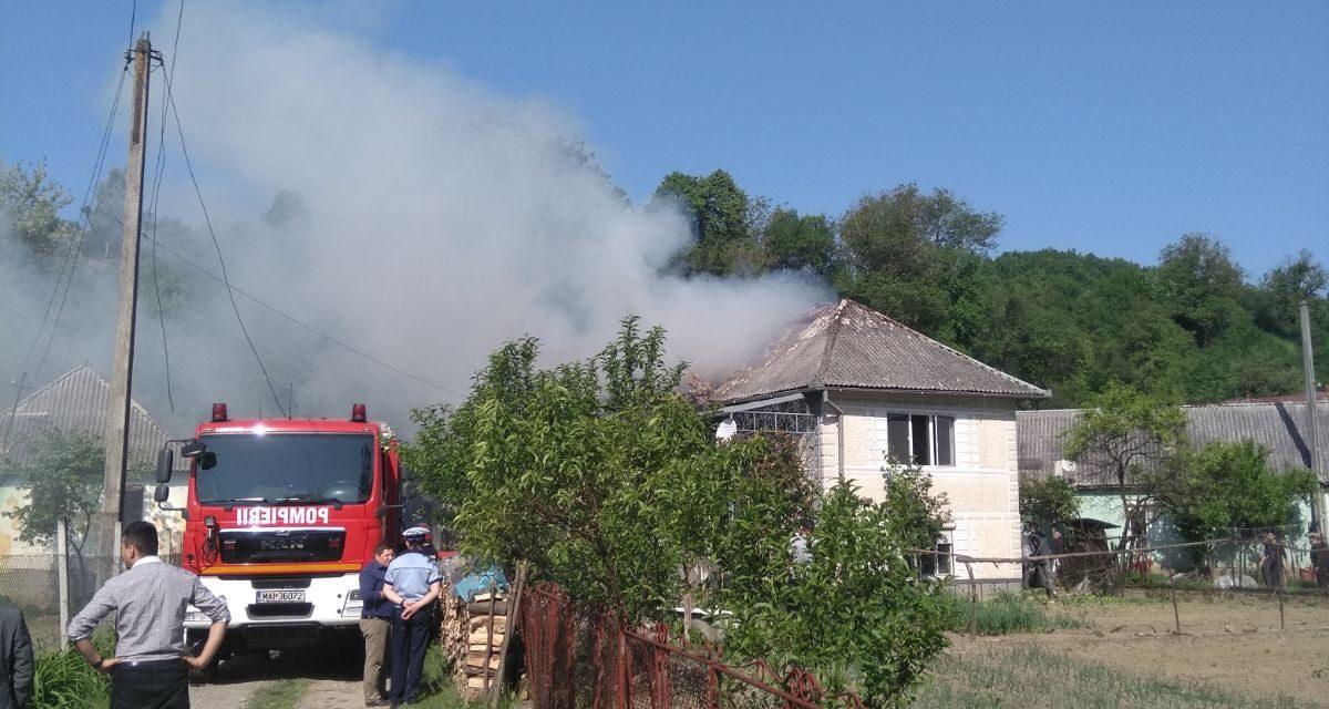 Incendiu la Dobric! Au intervenit pompierii din Beclean, iar o persoană a ajuns la spital – FOTO