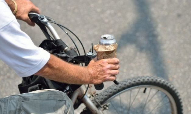 Ce s-a întâmplat cu un biciclist din Măluț, ajuns la Urgențe în Beclean băut și cu răni ușoare
