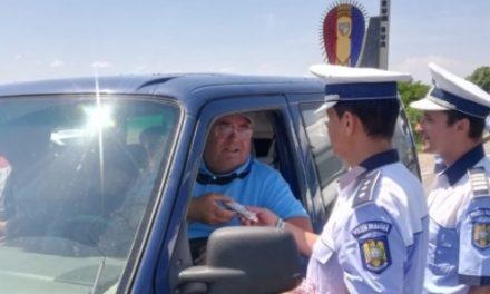 Șoferii care au purtat centura de siguranță au primit câte o înghețată din partea polițiștilor de la Rutieră, pe DN 17 – FOTO