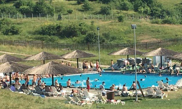 Aproape 2.000 de turiști au vizitat Băile Figa în prima zi a sezonului estival 2018. Ce spune primarul Nicolae Moldovan – FOTO