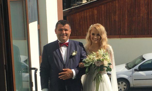 Fiica mijlocie a primarului Nicolae Moldovan s-a căsătorit! Iată care este frumoasa poveste de dragoste a mirilor Nicola și Samuel – FOTO