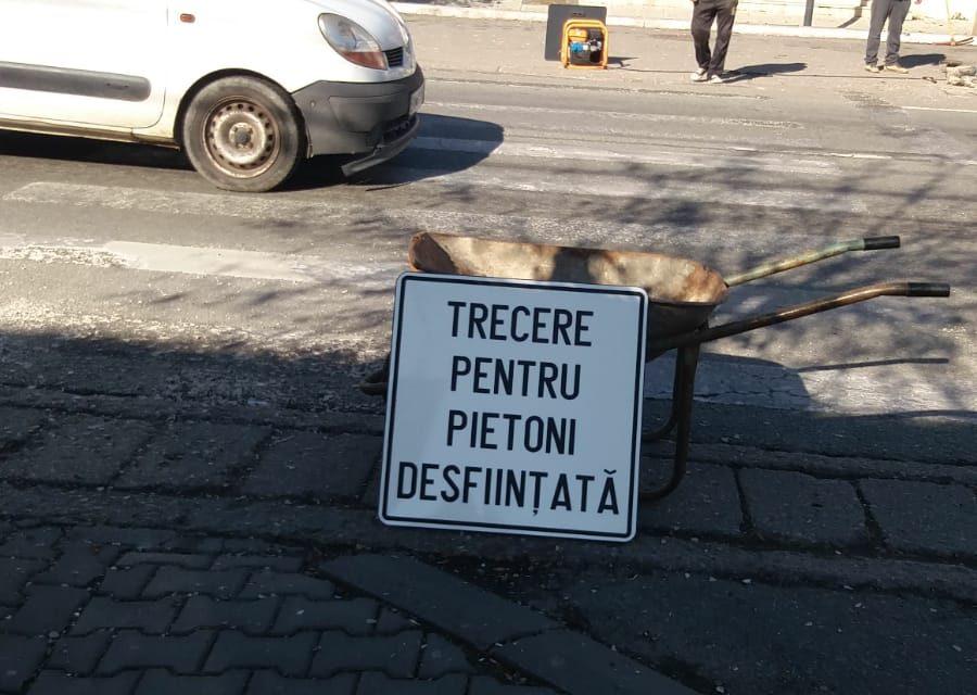 Trecere de pietoni, desființată la Beclean! Administrația locală pune în practică strategia de mobilitate urbană ce urmărește fluidizarea traficului – FOTO