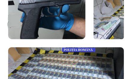 Aproape 6.500 de euro, peste 38.000 de lei și un pistol cu aer comprimat, furate din casa unui rodnean! Polițiștii au recuperat tot, iar suspecții au fost reținuți. Iată ce s-a întâmplat