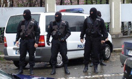 Cinci bărbați, reținuți de către polițiștii din Beclean, în urma unor percheziții! Printre ei, un urmărit general – FOTO