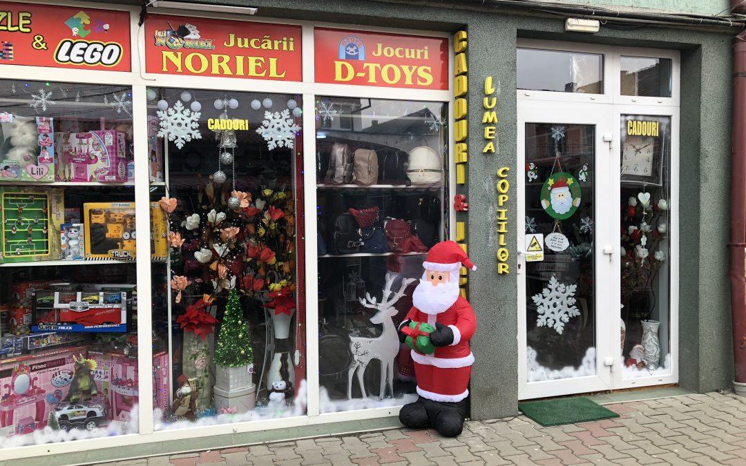 """Iată unde se găsesc în Beclean jucării de la Noriel sau D-Toys, dar și alte mărci cunoscute. Magazinul de jucării și-a suplimentat stocul de marfă special pentru """"luna cadourilor"""""""