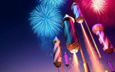 """Artificii, petarde sau alte articole pirotehnice, de vânzare la magazinul """"1001 articole"""" din Beclean."""