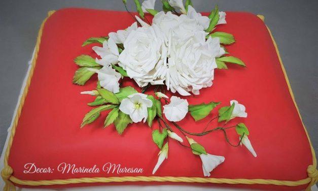 Papa Francisc a primit la Blaj un tort conceput la Beclean, la inițiativa preotului Alin Cîndea: făcut de Linquenda și decorat de către Marinela Mureșan – FOTO