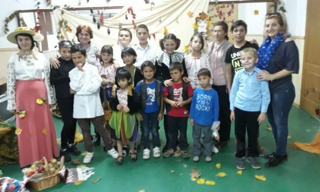 """""""Toamnă – parfum și culoare"""", activitate educativă desfașurată în Centrul Școlar de Educație Incluzivă (CSEI) Beclean"""