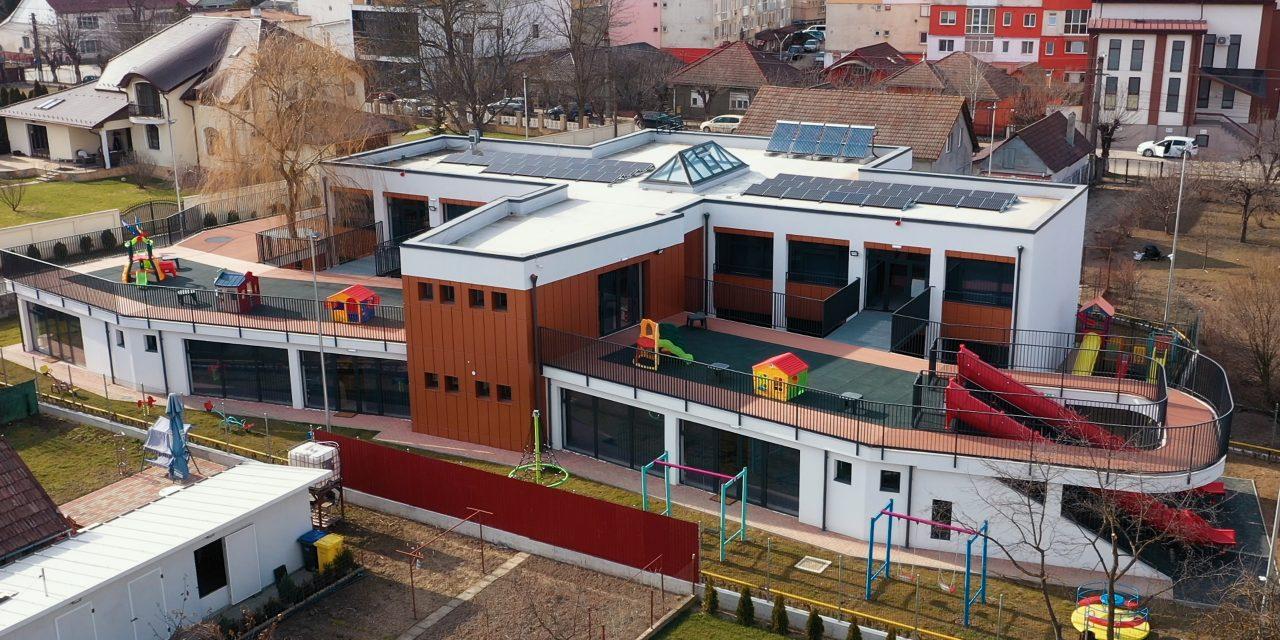 """Cea mai modernă grădiniță din Beclean își deschide porțile pentru micuții preșcolari. Primarul Nicolae Moldovan: """"Este cea mai inovatoare grădiniță din regiunea noastră SMART"""""""
