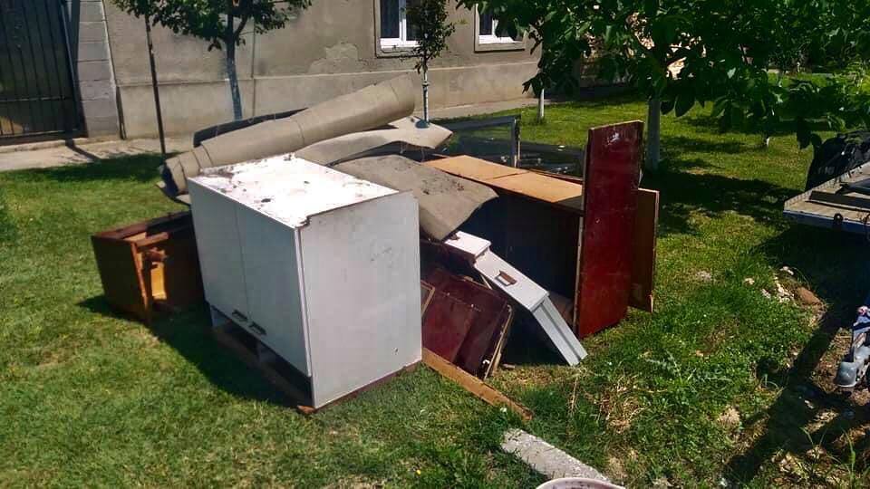 Campanie gratuită de colectare a deșeurilor voluminoase la Beclean. Vezi care este perioada de colectare