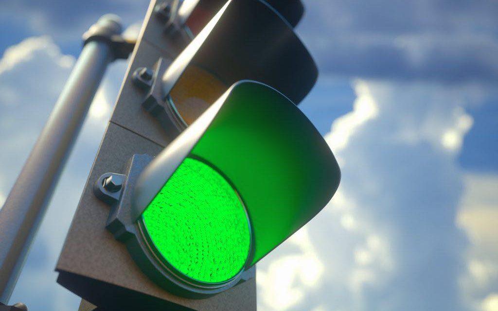 Toate intersecțiile principale din Beclean vor fi semaforizate în următoarele 6 luni de zile! Primarul Nicolae Moldovan a semnat contractul de lucrări